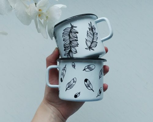 hand painted enamel feather enamel mug, handmade gifts, hand painted camping mugs, bird lover, etsy store shewolfka, nature illustration, white enamle mug, unique gift-01
