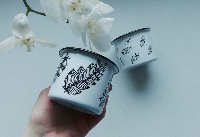 feather enamel mug, handmade gifts, hand painted camping mugs, bird lover, etsy store shewolfka, nature illustration, white enamle mug, unique gift-01